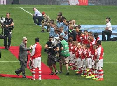 Child mascots line up in Community Shield final