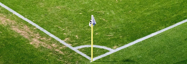 corner of the pitch with flag