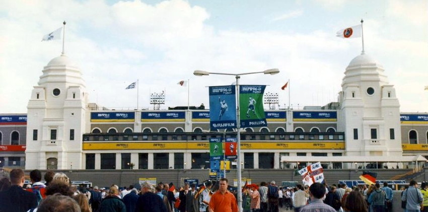 euro 1996 wembley twin towers
